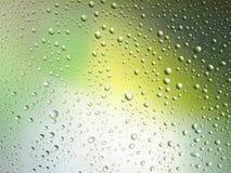Διαστημικό ουράνιο τόξο γυαλιού βροχής υποβάθρου χρώματος πτώσεων νερού Στοκ εικόνα με δικαίωμα ελεύθερης χρήσης