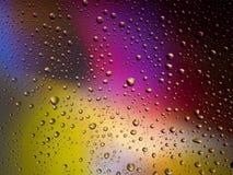 Διαστημικό ουράνιο τόξο γυαλιού βροχής υποβάθρου χρώματος πτώσεων νερού Στοκ Εικόνες