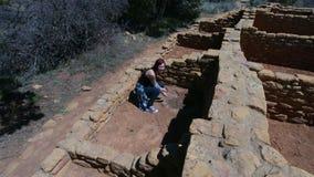 Διαστισμένος την κυρία Explores Indian Ruins Στοκ εικόνες με δικαίωμα ελεύθερης χρήσης