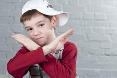 διασχισμένη αγόρι μορφή Χ όπλων Στοκ φωτογραφίες με δικαίωμα ελεύθερης χρήσης
