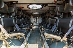 Διατάξεις θέσεων μέσα σε ένα θωρακισμένο στρατιωτικό όχημα για τους φέρνοντας στρατιώτες Στοκ Φωτογραφίες