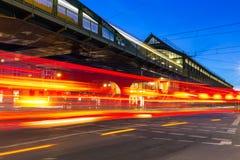 Διατομή τη νύχτα στο Βερολίνο στοκ φωτογραφία με δικαίωμα ελεύθερης χρήσης