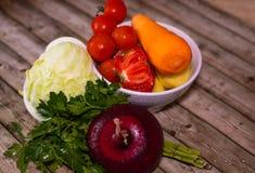 Διατροφή και υγιεινή έννοια τρόπου ζωής Κινηματογράφηση σε πρώτο πλάνο λαχανικών στοκ εικόνες με δικαίωμα ελεύθερης χρήσης