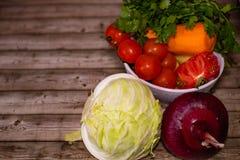 Διατροφή και υγιεινή έννοια τρόπου ζωής Κινηματογράφηση σε πρώτο πλάνο λαχανικών στοκ φωτογραφίες