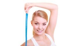 Διατροφή. κατάλληλο κορίτσι με την ταινία μέτρου που απομονώνεται στοκ εικόνες με δικαίωμα ελεύθερης χρήσης
