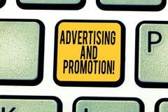 Διαφήμιση και προώθηση γραψίματος κειμένων γραφής Έννοια που σημαίνει τις ενέργειες να υποκινηθούν οι πελάτες για να αγοράσει αυτ στοκ εικόνα