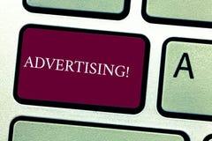 Διαφήμιση κειμένων γραψίματος λέξης Επιχειρησιακή έννοια για το παγκόσμιο μαρκάρισμα προσιτότητας έξω με την ψηφιακή βελτιστοποίη στοκ φωτογραφίες
