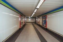 Διαφήμιση στους σταθμούς σύνδεσης περασμάτων στον υπόγειο της Μαδρίτης στοκ εικόνα με δικαίωμα ελεύθερης χρήσης