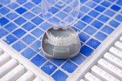 Διαφανές οδοντικό orthodontics σε ένα προστατευτικό κιβώτιο στοκ φωτογραφία με δικαίωμα ελεύθερης χρήσης