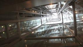 Διαφανής γύρος ανελκυστήρων απόθεμα βίντεο