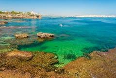 Διαφανής θάλασσα στη φυσική επιφύλαξη Plemmirio, κοντά στις Συρακούσες Στοκ Φωτογραφίες