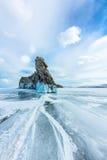Διαφανής πάγος στη λίμνη Baikal κοντά στο νησί Ogoy Σιβηρία, Ρωσία στοκ φωτογραφίες