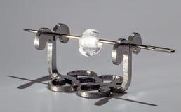 Διαφανής χάντρα γυαλιού στη βελόνα Στοκ Εικόνες