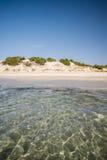 Διαφανή θάλασσα και κρύσταλλο - καθαρίστε το νερό της Σαρδηνίας Στοκ φωτογραφίες με δικαίωμα ελεύθερης χρήσης