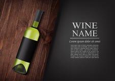 διαφημιστικό έμβλημα Ένα ρεαλιστικό μπουκάλι του άσπρου κρασιού με τη μαύρη ετικέτα στο photorealistic ύφος στον ξύλινο σκοτεινό  Στοκ Εικόνες
