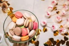 Διαφορετικά γλυκά και χρώμα macaron Στοκ εικόνα με δικαίωμα ελεύθερης χρήσης