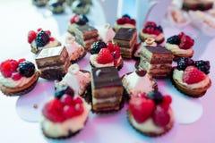Διαφορετικά γλυκά και χρώμα macaron Στοκ Φωτογραφίες