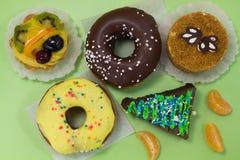 Διαφορετικά είδη κέικ Κέικ κουλουρακιών με τα φρούτα Στοκ Φωτογραφίες