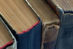 Διαφορετικά εκλεκτής ποιότητας, antiquarian, κουρελιασμένα βιβλία Στοκ εικόνες με δικαίωμα ελεύθερης χρήσης