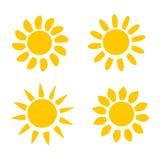 Διαφορετικά κίτρινα εικονίδια ήλιων στην άσπρη διανυσματική απεικόνιση υποβάθρου Στοκ εικόνες με δικαίωμα ελεύθερης χρήσης