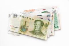 Διαφορετικά κινεζικά τραπεζογραμμάτια Yuan που απομονώνονται στο λευκό στοκ εικόνες