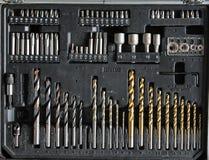 Διαφορετικά μήκη των κομματιών μηχανών διατρήσεων στο ξύλινο υπόβαθρο Στοκ Εικόνα
