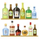 Διαφορετικά οινοπνευματώδη ποτά στα μπουκάλια Το μπουκάλι οινοπνεύματος πίνει το ουίσκυ και τη σαμπάνια, τη βότκα και martini, το ελεύθερη απεικόνιση δικαιώματος