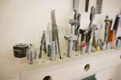 Διαφορετικά τρυπάνια στο εργαστήριο ξυλουργικής στοκ φωτογραφία με δικαίωμα ελεύθερης χρήσης