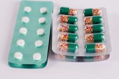 διαφορετικά φάρμακα Ταμπλέτες, χάπια στο πακέτο φουσκαλών φάρμακα Στοκ Εικόνες