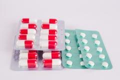 διαφορετικά φάρμακα Ταμπλέτες, χάπια στο πακέτο φουσκαλών φάρμακα Στοκ φωτογραφίες με δικαίωμα ελεύθερης χρήσης