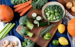 Διαφορετικά φρέσκα λαχανικά και φρούτα Στοκ φωτογραφία με δικαίωμα ελεύθερης χρήσης