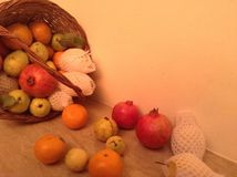 Διαφορετικά φρούτα σε ένα καλάθι Στοκ φωτογραφία με δικαίωμα ελεύθερης χρήσης