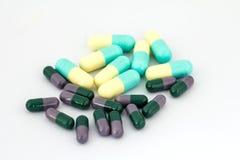Διαφορετικά χάπια στο άσπρο υπόβαθρο Στοκ εικόνα με δικαίωμα ελεύθερης χρήσης