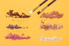 Διαφορετικά χρώματα της θρυμματισμένης συμπαγούς σκιάς ματιών Στοκ Εικόνα