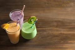 Διαφορετικά milkshakes στα γυαλιά στοκ εικόνες με δικαίωμα ελεύθερης χρήσης