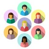 Διαφορετικές γυναίκες στο επίπεδο σχέδιο διανυσματική απεικόνιση