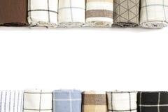 Διαφορετικές διπλωμένες πετσέτες και διάστημα υφάσματος για το κείμενο στοκ φωτογραφία