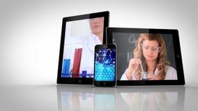 Διαφορετικές ηλεκτρικές συσκευές που παρουσιάζουν βοηθούς εργαστηρίων απόθεμα βίντεο