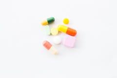 Διαφορετική γρίπη γιατρών φαρμάκων θεραπείας μιγμάτων σωρών καψών χαπιών ταμπλετών Στοκ Φωτογραφίες