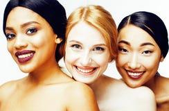 Διαφορετική γυναίκα έθνους τρία: Ασιάτης, αφροαμερικάνος, καυκάσιος στοκ εικόνα με δικαίωμα ελεύθερης χρήσης