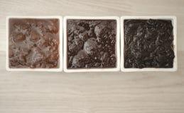 Διαφορετική μαρμελάδα στα άσπρα φλυτζάνια Στοκ εικόνες με δικαίωμα ελεύθερης χρήσης