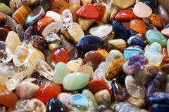 διαφορετική ορυκτή συλλογή πολύτιμων λίθων ως συμπαθητικό υπόβαθρο Στοκ Εικόνα