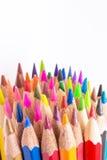 Διαφορετική χρωματισμένη φωτογραφία μολυβιών με το διάστημα για το κείμενο στοκ εικόνες