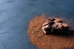 Διαφορετική όμορφη σοκολάτα σε ένα μαύρο υπόβαθρο στοκ φωτογραφία με δικαίωμα ελεύθερης χρήσης