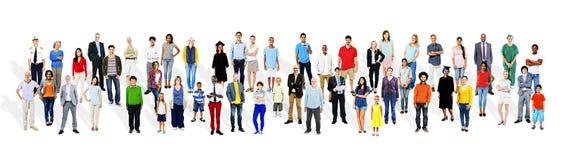 Διαφορετικοί άνθρωποι πλήθους που εμπορεύονται την έννοια εμπορικών σημάτων στοκ εικόνα