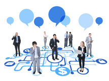 Διαφορετικοί επιχειρηματίες που εργάζονται και που συνδέονται Στοκ εικόνα με δικαίωμα ελεύθερης χρήσης