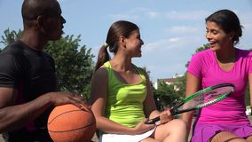 Διαφορετικοί νέοι αθλητικοί αθλητές απόθεμα βίντεο