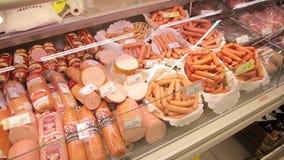 Διαφορετικοί ρωσικοί παραγωγοί των προϊόντων κρέατος, λουκάνικα απόθεμα βίντεο