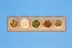 Διαφορετικοί τύποι καρυδιών που παρουσιάζονται στα φλυτζάνια tater στοκ φωτογραφία με δικαίωμα ελεύθερης χρήσης