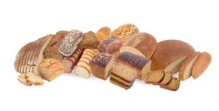 Διαφορετικοί τύποι των καφετιών ψωμιών σε ένα άσπρο υπόβαθρο Στοκ φωτογραφία με δικαίωμα ελεύθερης χρήσης